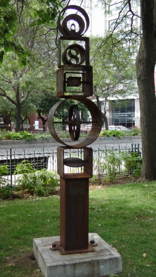 A sculpture by Glen Le Mesurier in Arcane de mer at Cabot Square.