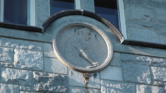 A sportsman bas-relief above an entrance to the Centre Culturel Calixa-Lavallée
