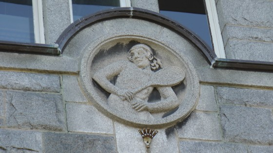 Tennis player bas-relief above an entrance to the Centre Culturel Calixa-Lavallée