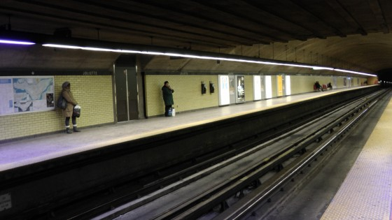 Looking the other way down a platform at the Métro Joliette.