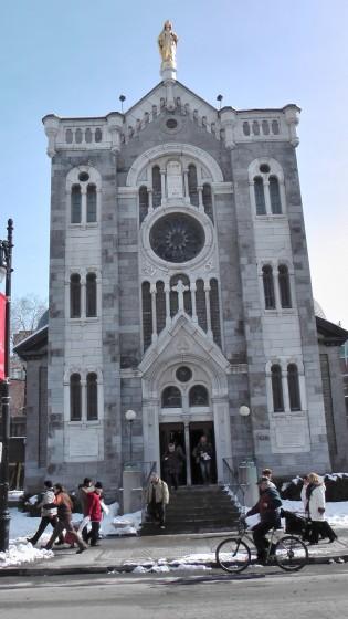 Chapelle Notre-Dame-de-Lourdes de Montréal viewed head on.