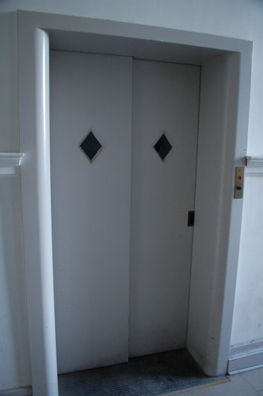 The elevator at 231 Notre Dame W